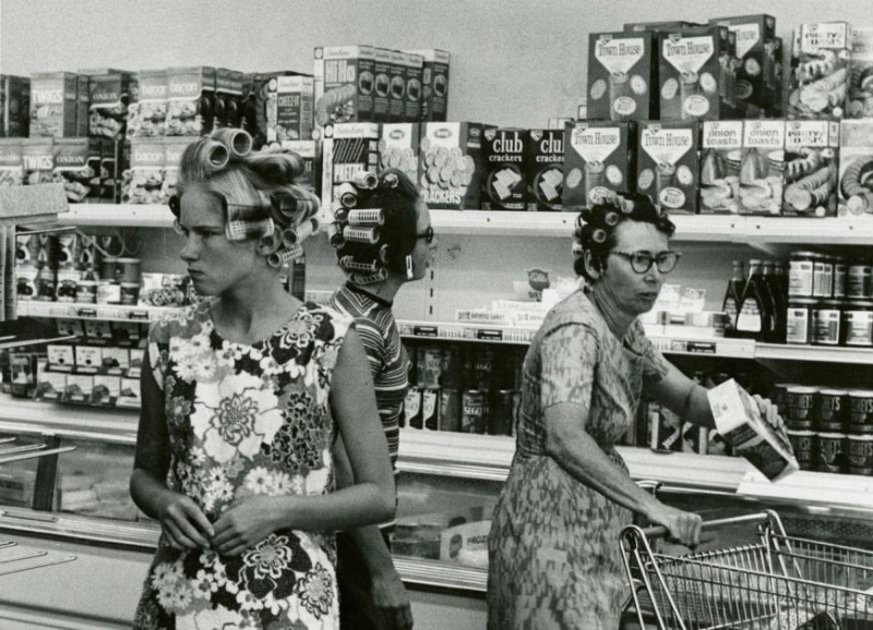 Grocery-shopping-1960s-photo-u1