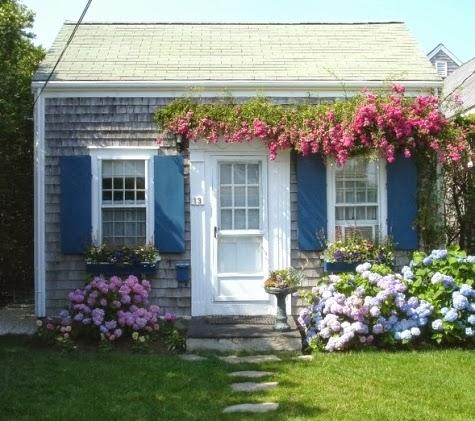 Tiny-cottage-nantucket completely coastal